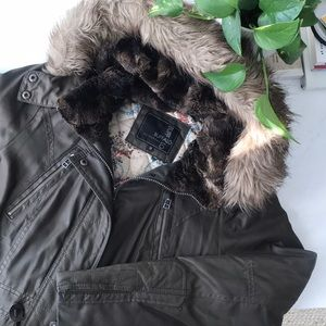 Jackets & Blazers - Winter Army Green Parka Coat with Faux Fur Size M